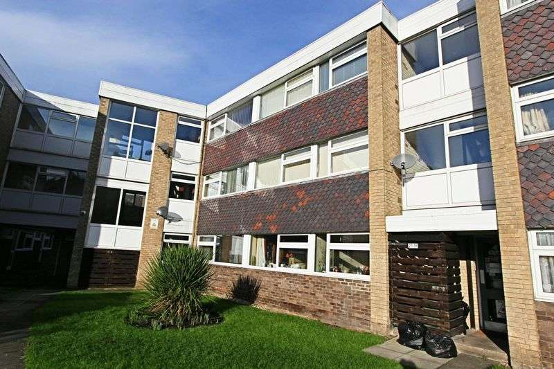 3 Bedrooms Flat for sale in St. Marys Mount, Cottingham