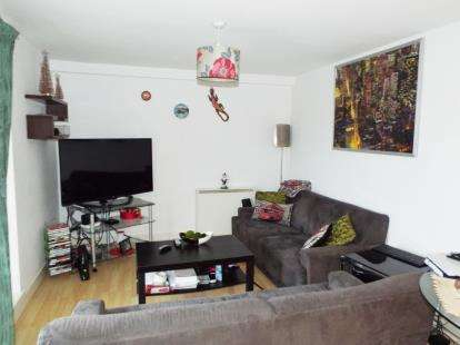 3 Bedrooms Flat for sale in Lakeside Rise, Manchester, Greater Manchester, Blackley