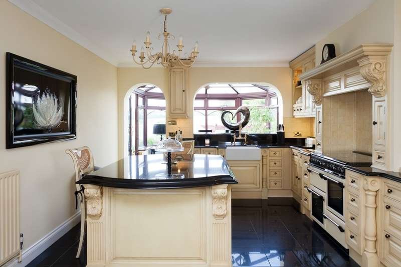 6 Bedrooms Detached House for sale in Catherington, Hampshire