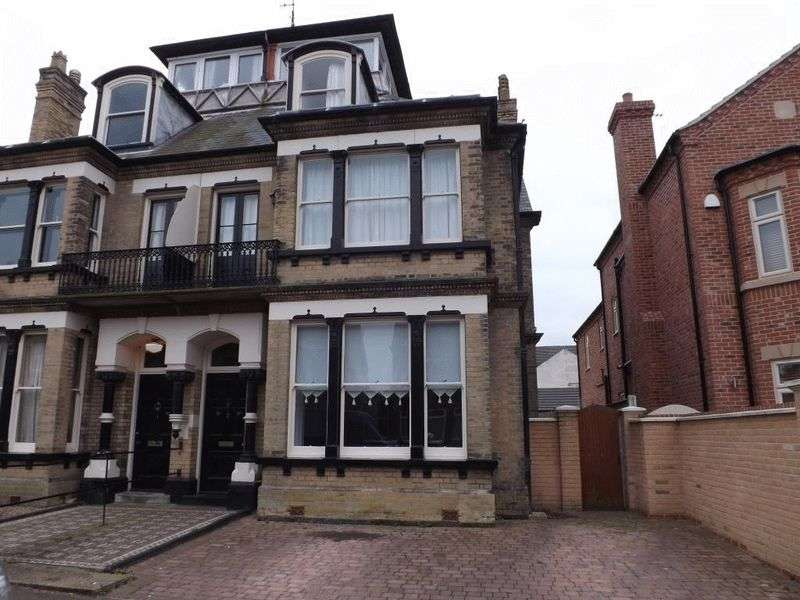 5 Bedrooms Semi Detached House for sale in Gorleston-on-Sea