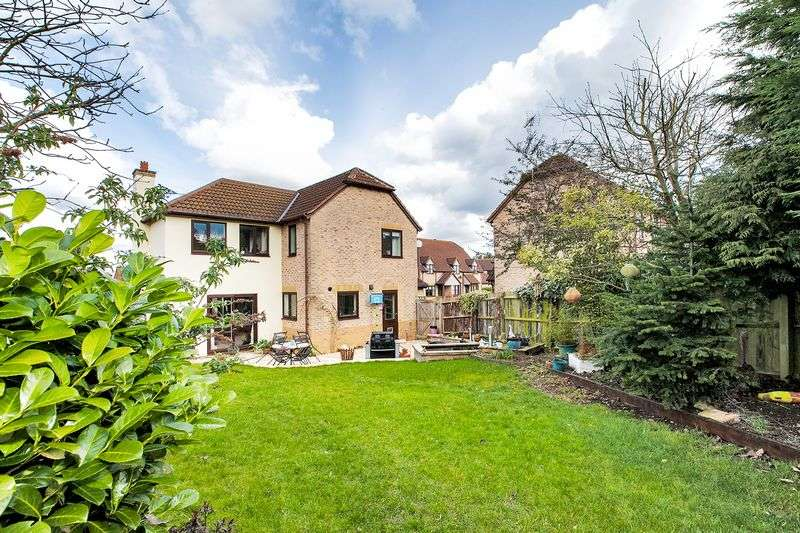 4 Bedrooms Detached House for sale in Homestall Close, Loughton, Milton Keynes