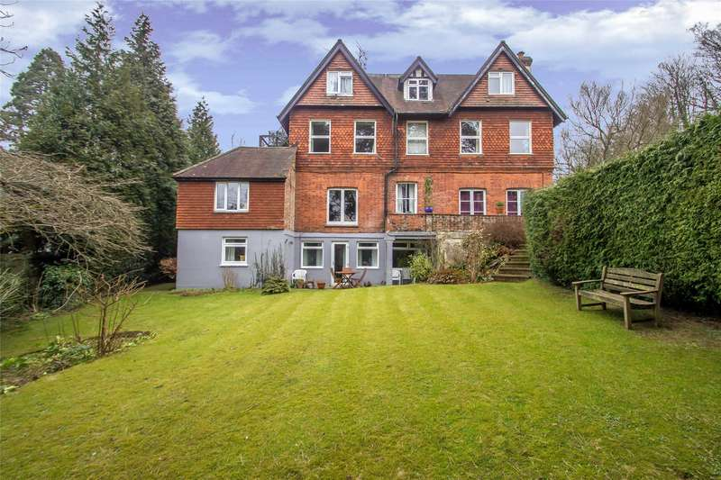 3 Bedrooms Flat for sale in Snatts Hill, Oxted, RH8