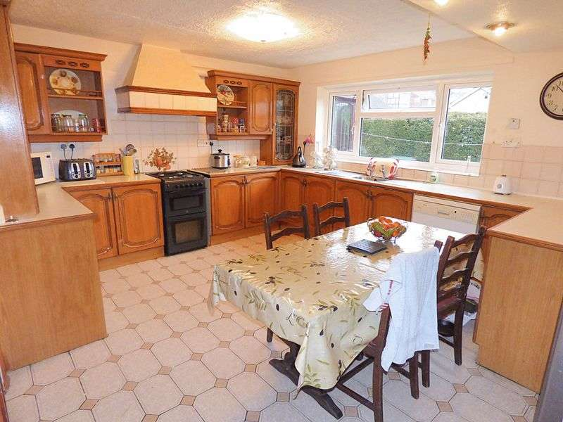 4 Bedrooms Detached House for sale in Westwood Road, Welshpool SY21 7RG