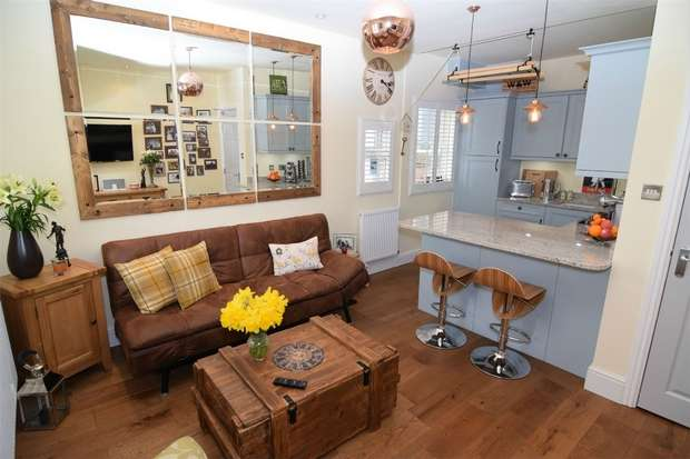 1 Bedroom Flat for sale in Banks Road, West Kirby, Wirral, Merseyside