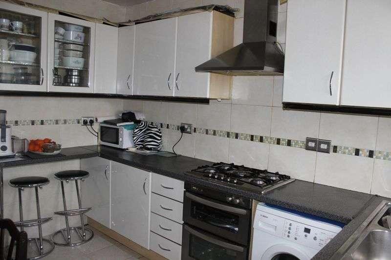 3 Bedrooms Flat for sale in Burnt Oak Broadway, Edgware