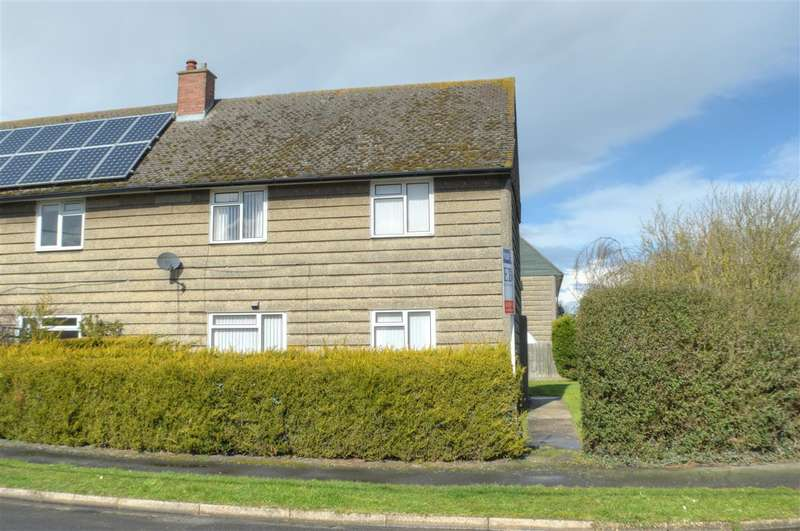 3 Bedrooms Semi Detached House for sale in Queensway, Ruskington