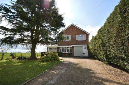 3 Bedrooms Detached House for sale in Great Wakering, Southend-On-Sea, Essex