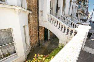 2 Bedrooms Flat for sale in Dalby Square, Cliftonville, Margate, Kent