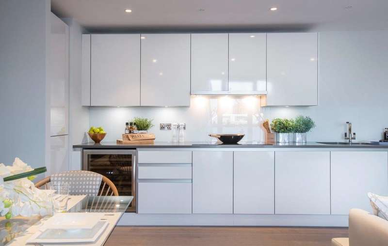 2 Bedrooms Flat for sale in Ivory House East, Plantation Wharf, SW11