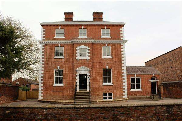 2 Bedrooms Apartment Flat for sale in Buckingham House, West Street, Congleton