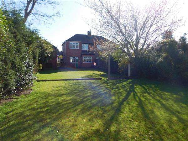 3 Bedrooms Semi Detached House for sale in Rose Crescent, Irlam, Manchester