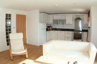 2 Bedrooms Flat for sale in Scott Court, Central Way, Warrington, Cheshire, WA2