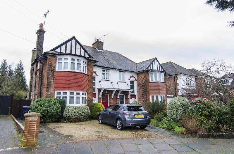 4 Bedrooms Semi Detached House for sale in The Close , Southgate, London. N14