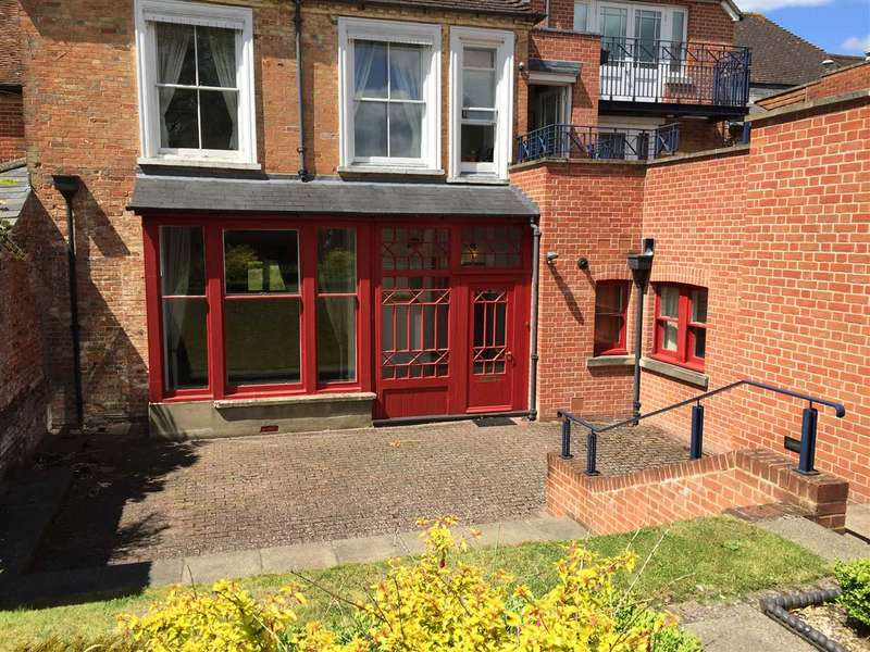 1 Bedroom Apartment Flat for sale in Russell Court, Andover