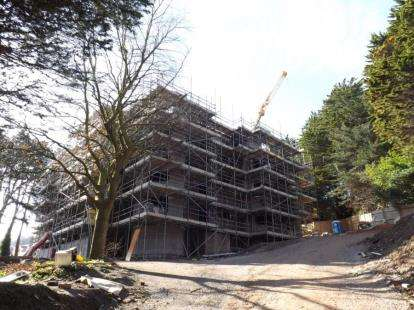 2 Bedrooms Flat for sale in Forest Hills, 53-55 Oak Drive, Colwyn Bay, Conwy, LL29
