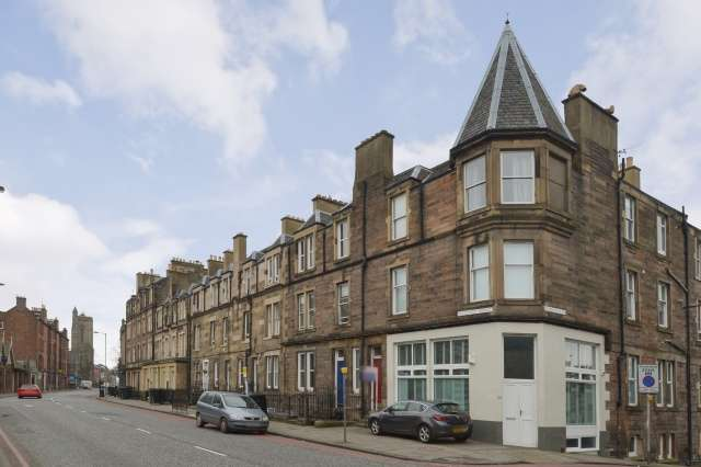 4 Bedrooms Flat for sale in Angle Park Terrace, Ardmillan, Edinburgh, EH11 2JT