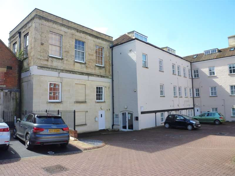 2 Bedrooms Flat for sale in CENTRAL LOCATION, Trowbridge