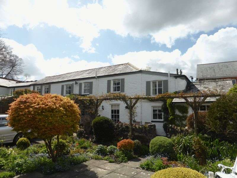 4 Bedrooms Semi Detached House for sale in Riverside Cottage, The Parade, Lostwithiel