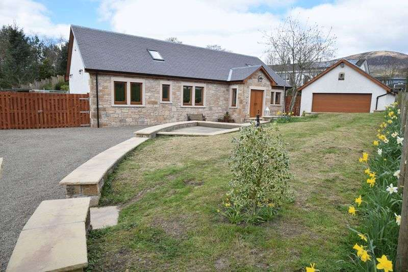 5 Bedrooms Detached House for sale in Contemporary Family Home In Beautiful Rural Setting.