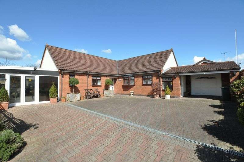 3 Bedrooms Detached Bungalow for sale in SCROPTON ROAD, HATTON