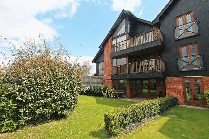 2 Bedrooms Flat for sale in Swanwick Quay, Lower Swanwick