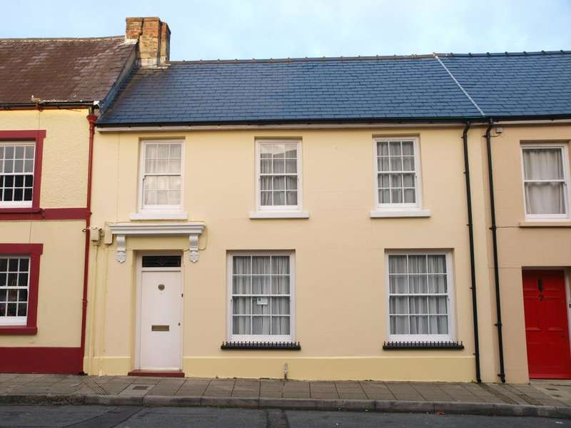 4 Bedrooms Terraced House for sale in Hill Street, Haverfordwest, Pembrokeshire