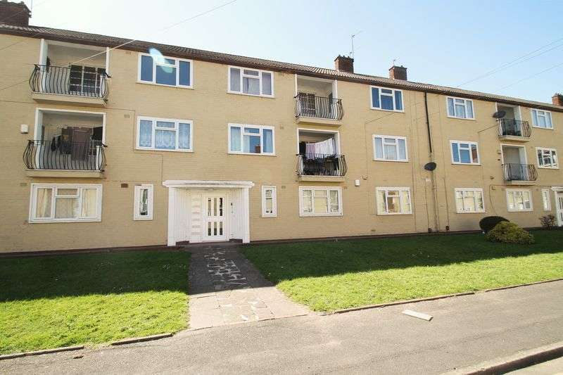 3 Bedrooms Flat for sale in Churchfield Avenue, Tipton