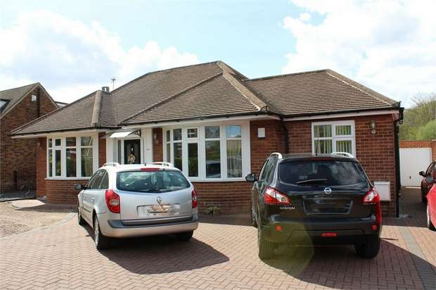 4 Bedrooms Detached Bungalow for sale in Aberford Road, Stanley, Wakefield, West Yorkshire