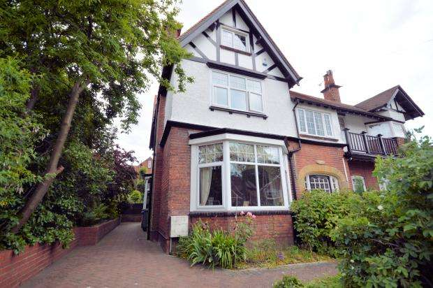 6 Bedrooms Semi Detached House for sale in Osborne Park, Scarborough, North Yorkshire YO12 5QF
