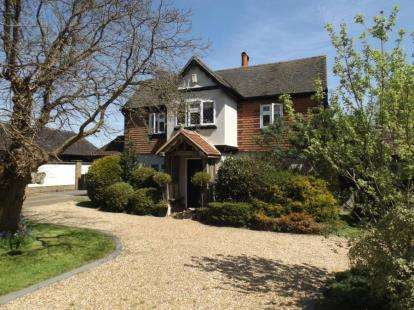4 Bedrooms Detached House for sale in Upminster