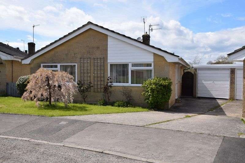 2 Bedrooms Detached Bungalow for sale in A spacious and light detached 2 bedroom bungalow with a garage and pretty garden close to the centre of Beaminster