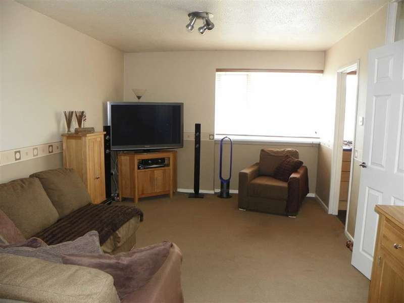 2 Bedrooms Flat for sale in Woodbine Close, Pembroke