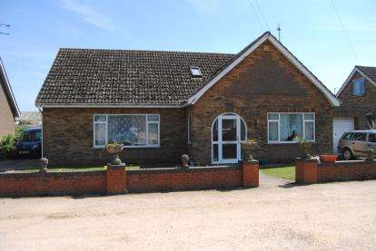 6 Bedrooms Bungalow for sale in Estuary Road, King's Lynn, Norfolk