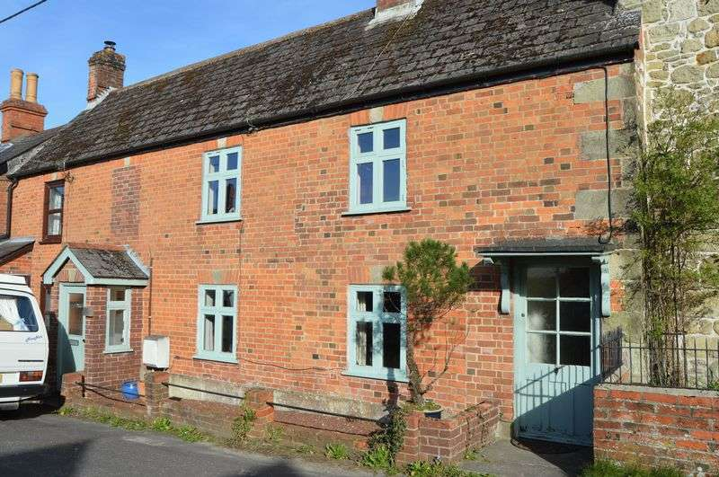 2 Bedrooms Terraced House for sale in SHAFTESBURY