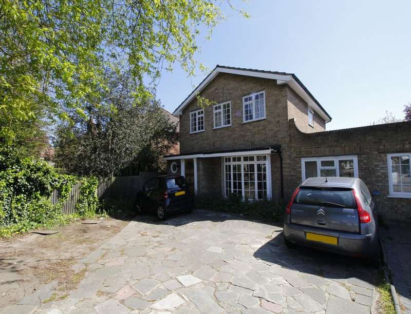 4 Bedrooms Detached House for sale in Upper Brighton Road, Surbiton, KT6