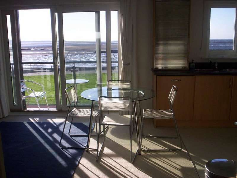 2 Bedrooms Flat for sale in Cwrt Mary Welch, Llanelli