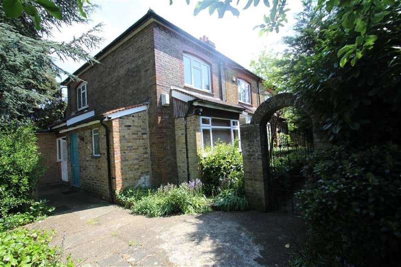 3 Bedrooms End Of Terrace House for sale in Pillions Lane, Hayes End, Middx