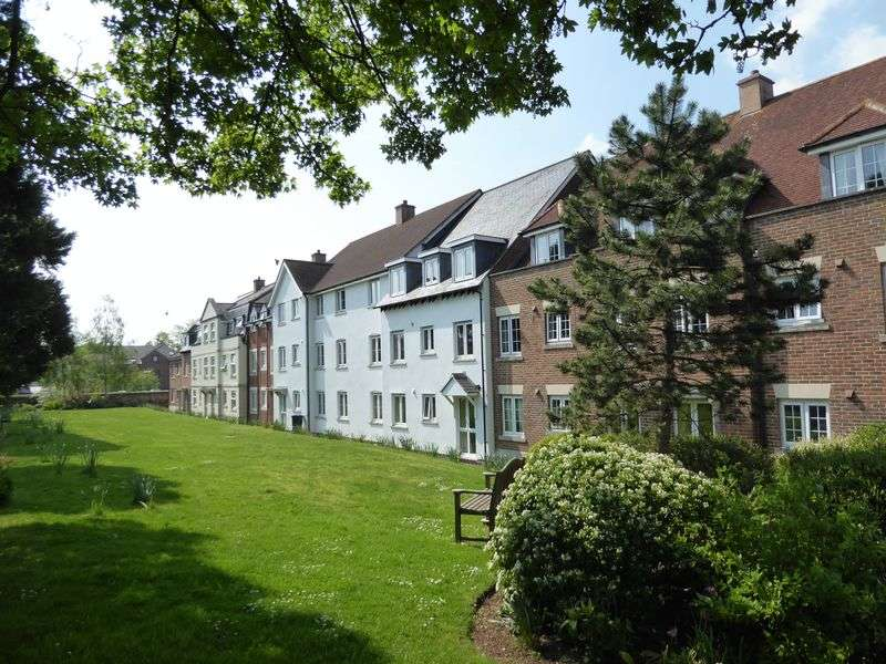 2 Bedrooms Flat for sale in Wessex Way, Bicester