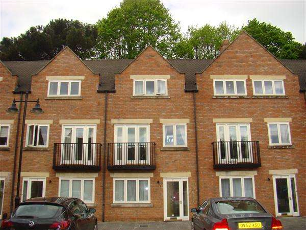2 Bedrooms Town House for sale in St Marys Paddock, Wellingborough