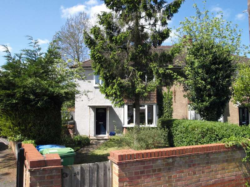 3 Bedrooms Semi Detached House for sale in Blackthorn Crescent, Farnborough, GU14