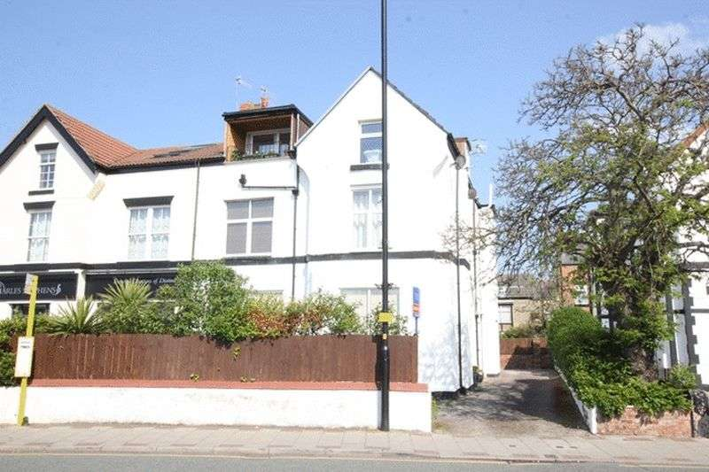2 Bedrooms Flat for sale in Banks Road, West Kirby, Wirral