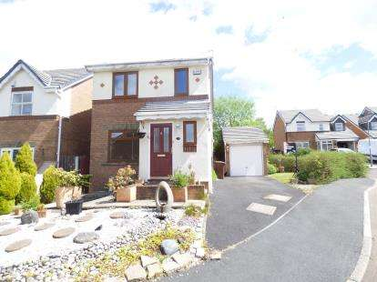 3 Bedrooms Detached House for sale in Maple Bank, Burnley, Lancashire