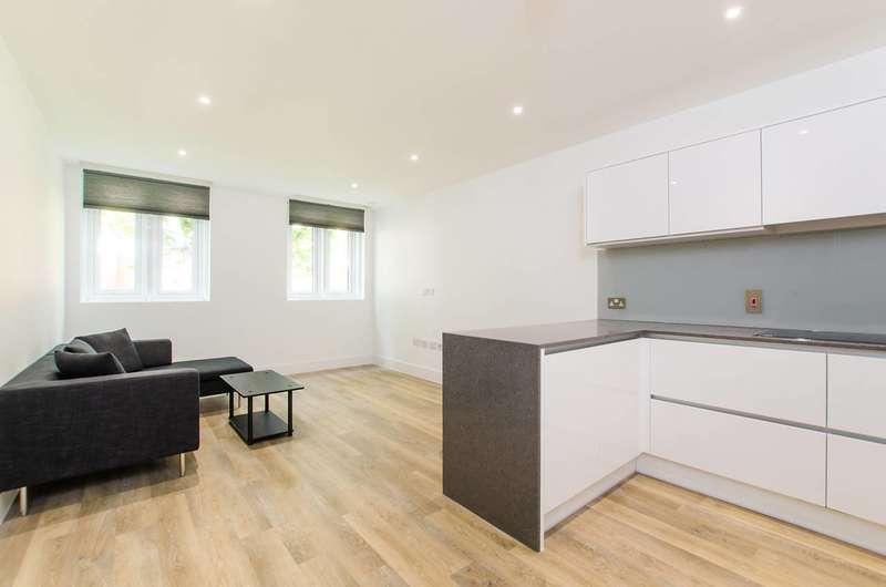 2 Bedrooms Flat for sale in Battersea Bridge Road, Battersea, SW11