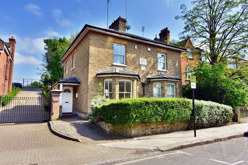 3 Bedrooms Semi Detached House for sale in Platts Lane, Hampstead, London, NW3
