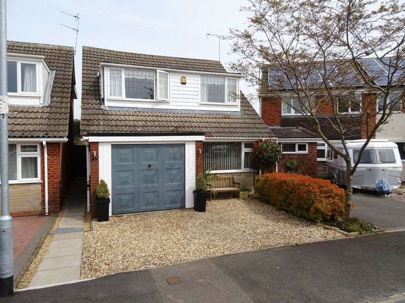 3 Bedrooms Detached House for sale in Brookside Gardens, Stafford