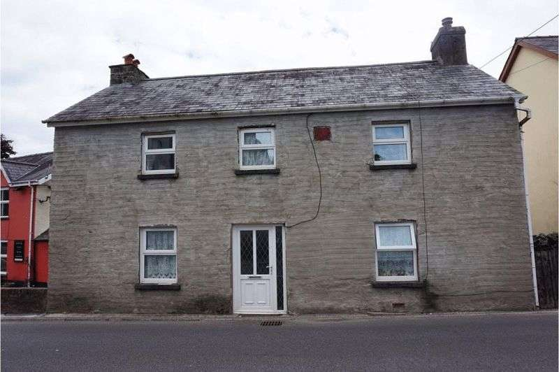 4 Bedrooms Detached House for sale in Heol Cennen, Llandeilo