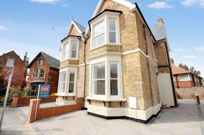 4 Bedrooms Semi Detached House for sale in New Parks Crescent , Scarborough