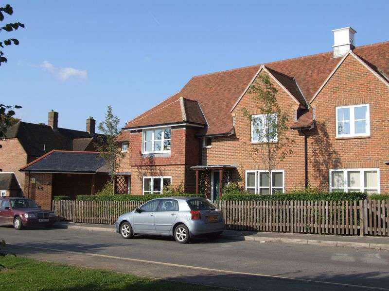2 Bedrooms Cottage House for sale in St Mary's Court, Beaconsfield