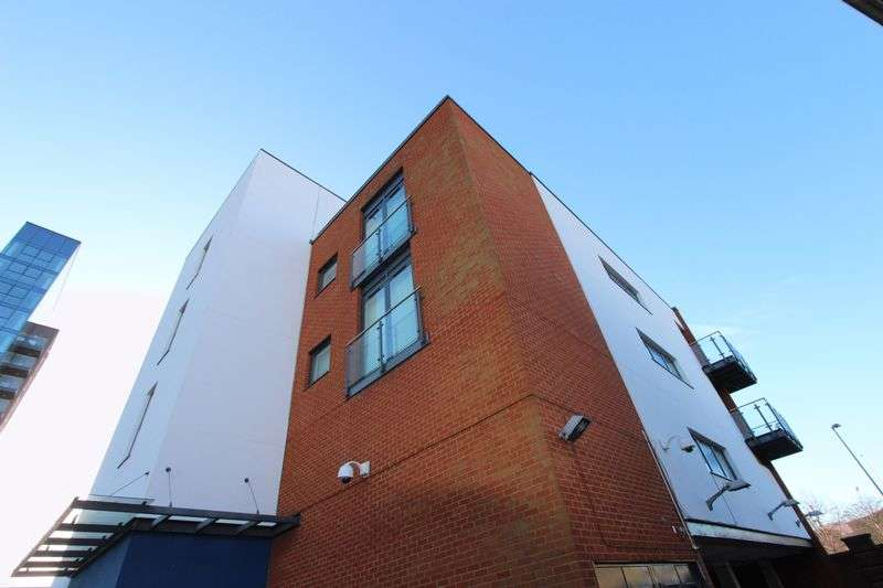 1 Bedroom Flat for sale in Ranger Court, Ocean Way, Ocean Village, Southampton