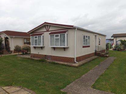 2 Bedrooms Mobile Home for sale in Creek Road, Canvey Island, Essex